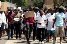 Zimbabwe doctors say receiving death threats over strike